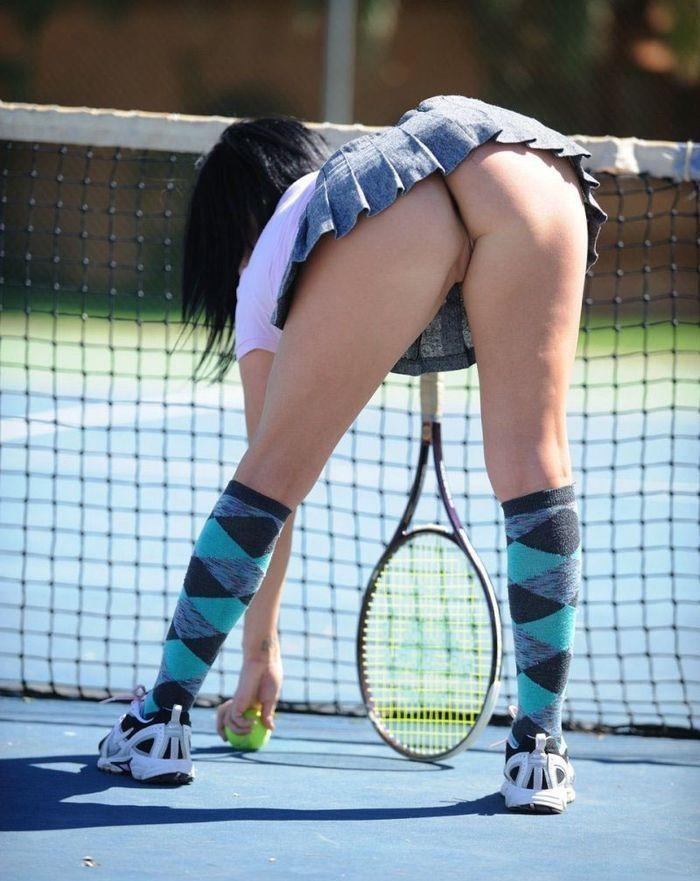 Фото голых попок теннисисток, видео сормача в море