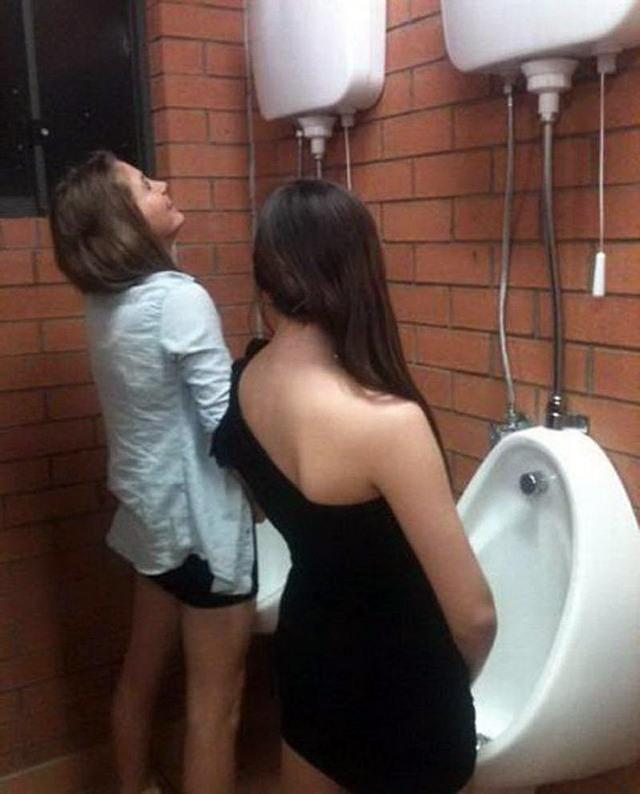 что вытворяют девушки в туалете фото видео онлайн успешной карьеры