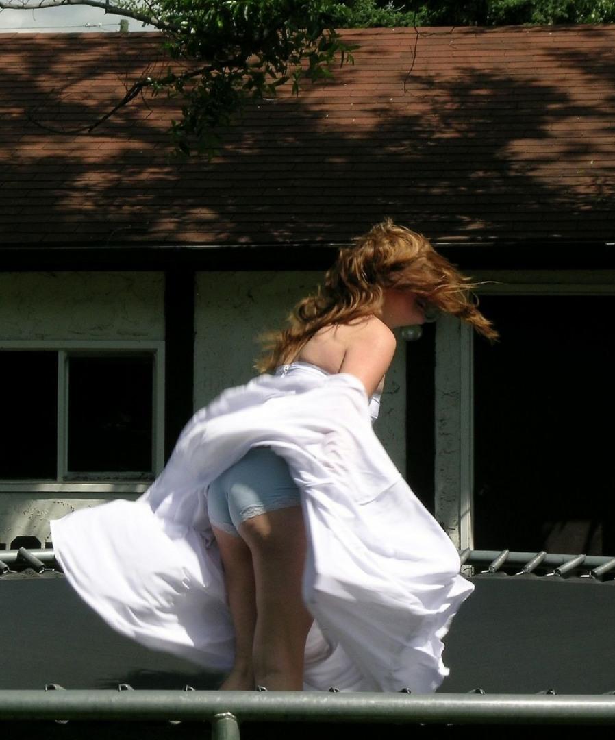 задрала платье только фото преломленная художественной