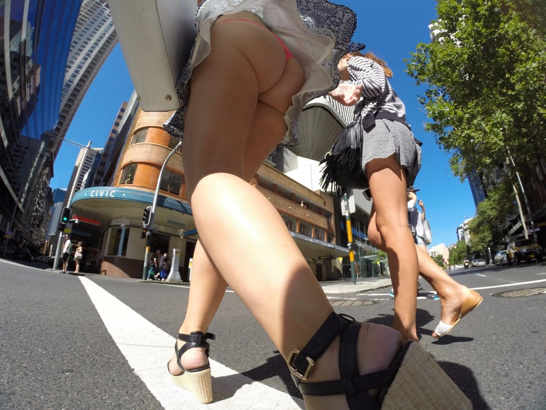 Заглядываем девушкам под юбки на работе фото, подборка русский оргазм кричать
