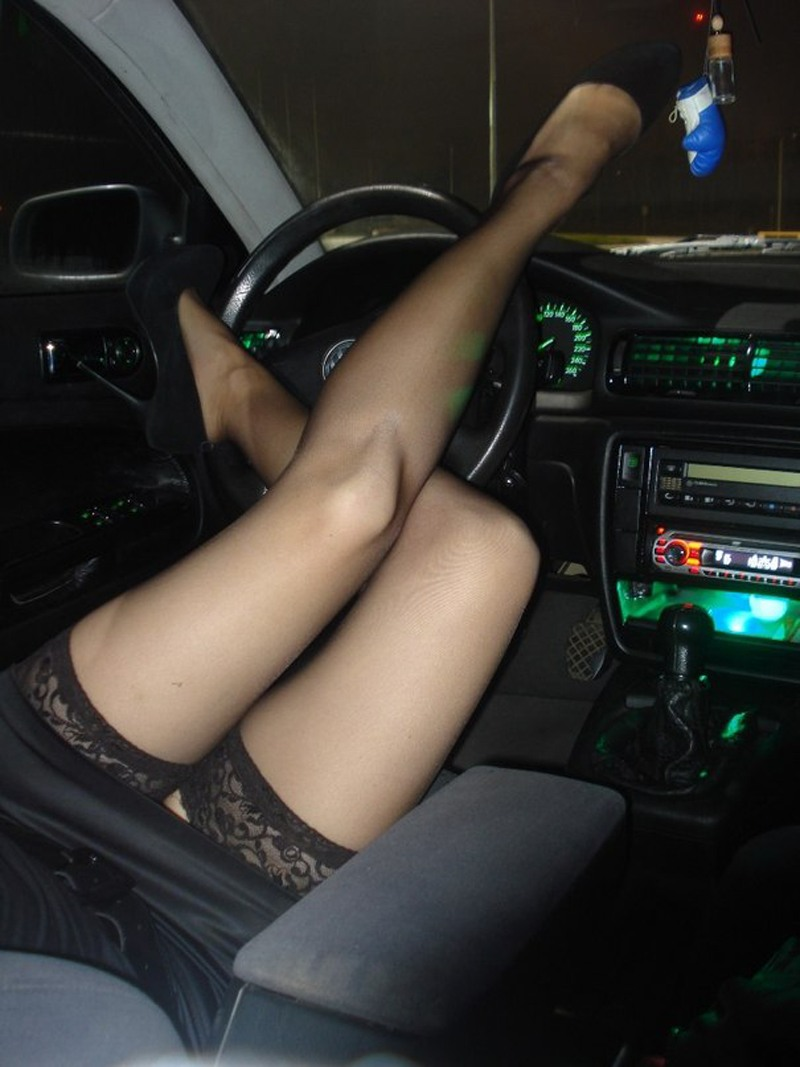 Девчонки сосут в машине частное фото